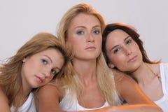 Drei Freundinnen lizenzfreie stockfotos