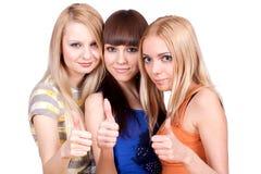 Drei Freundinnen zusammen lizenzfreie stockfotos