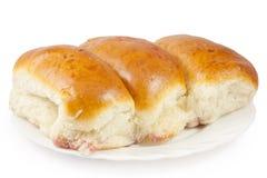 Drei frische Pastetchen auf einer Platte Lizenzfreies Stockbild
