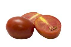 Drei frische Tomaten mit den grünen Blättern lokalisiert auf weißem backgro Stockfotos