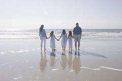 Drei Girlss Holding-Hände Stockfotos
