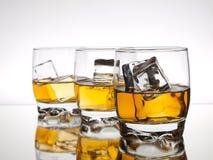 Drei Gläser Whisky Stockfotos