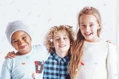 Drei glückliche Kinder stockbilder