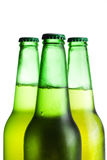 Drei grüne Bierflaschen getrennt Stockfotografie