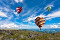 Drei große mehrfarbige Ballone Lizenzfreie Stockfotografie