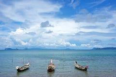 Drei hölzerne leere Boote Lizenzfreies Stockfoto