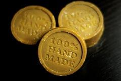 Drei handgemachte natürliche Seifen lizenzfreie stockfotografie