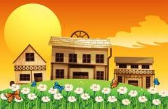 Drei Holzhäuser mit Blumen Stockbild