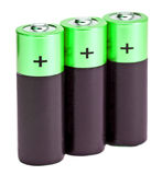 Drei ist es schwarze grüne Finger-artige Batterien der AA-Größe auf einem weißen Hintergrund Lizenzfreie Stockbilder