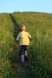 Drei Jahre alte Jungenbetrieb Lizenzfreie Stockbilder