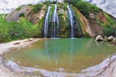 Drei-Jet-szenischer Wasserfall in den Bergen Stockbilder