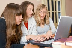 Drei junge Frauen Lizenzfreie Stockfotografie