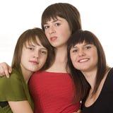 Drei junge lächelnde weibliche Freunde Stockfotos