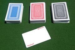 Drei Kartenstapele mit einer Spassvogel Stockfotografie
