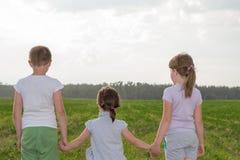 Drei Kinder in Stockbilder