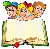 Drei Kinder mit geöffnetem Buch Stockbild