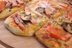 Drei kleine Pizzas Stockfotografie