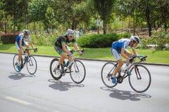 Drei konkurrierende Radfahrer Stockbild