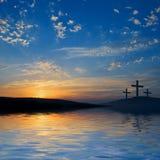 Drei Kreuzigungen auf Hügel Stockfoto