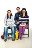 Drei Kursteilnehmer auf Stühlen stockfotos