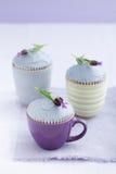 Drei Lavendelkleine kuchen Lizenzfreie Stockbilder