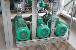 Drei leistungsfähige grüne Pumpen Stockbild