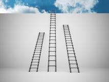 Drei Leitern auf der Wand Lizenzfreie Stockbilder