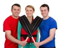 Drei Leute mit Rudern stockbilder