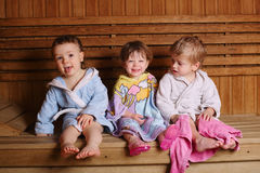 junge  der sauna stockfoto bild von gesundheit wenig