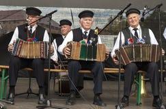 Drei Männer, die Akkordeon spielen Lizenzfreies Stockfoto