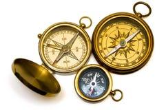 Drei Messingkompassse der alten Art Lizenzfreies Stockfoto