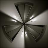 Drei-mit Seiten versehene verzerrte Tür und Lichter in einem Kreis lizenzfreie stockfotografie