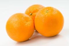 Drei Orangen getrennt auf Weiß Stockbild