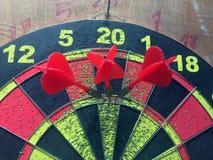 Drei Pfeile, die perfektes Ergebnis 180 schlagen Stockfotos