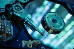 Drei Pfeile geschlagen im blauen Ziel Lizenzfreie Stockfotos