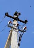 Drei Phasen einer Elektrizität auf einer Spalte Stockfoto
