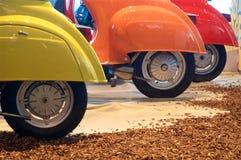 Drei Räder, drei Farben Stockfoto