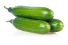 Drei reife grüne Gurken getrennt Stockfotos