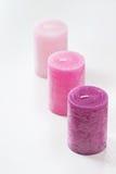 Drei rosa ombre duftende Kerzen auf Weiß Stockbilder
