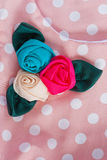Drei Rosen auf Kleidung Lizenzfreie Stockfotografie