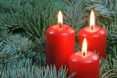 Drei rote Kerzen Stockfotos