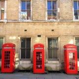 Drei rote Telefonzellen Stockfotografie