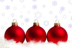 Drei rote Weihnachtsbaumkugeln Stockbilder