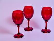 Drei Rotweingläser lizenzfreie stockfotografie