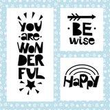 Drei Sätze auf schwarzem Hintergrund von Sternen und von Spiralen Seien Sie kluges inspirierend Zitat Sie sind wunderbar glücklic Stockbild