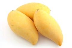 Drei süße siamesische Mangofrüchte Stockfotos