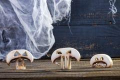 Drei Scheiben von Halloween-Champignons stockbild
