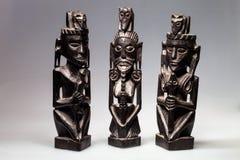Drei schwarz-geschnitzte Skulpturen, Lizenzfreies Stockfoto