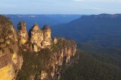 Drei Schwestern, blaue Berge, Australien bei Sonnenuntergang Lizenzfreie Stockfotos