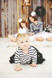 Drei Schwestern, die in den weißen Kronen aufwerfen lizenzfreies stockfoto